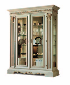 Bakokko_San-Marco-display-cabinet-with-carving_4000